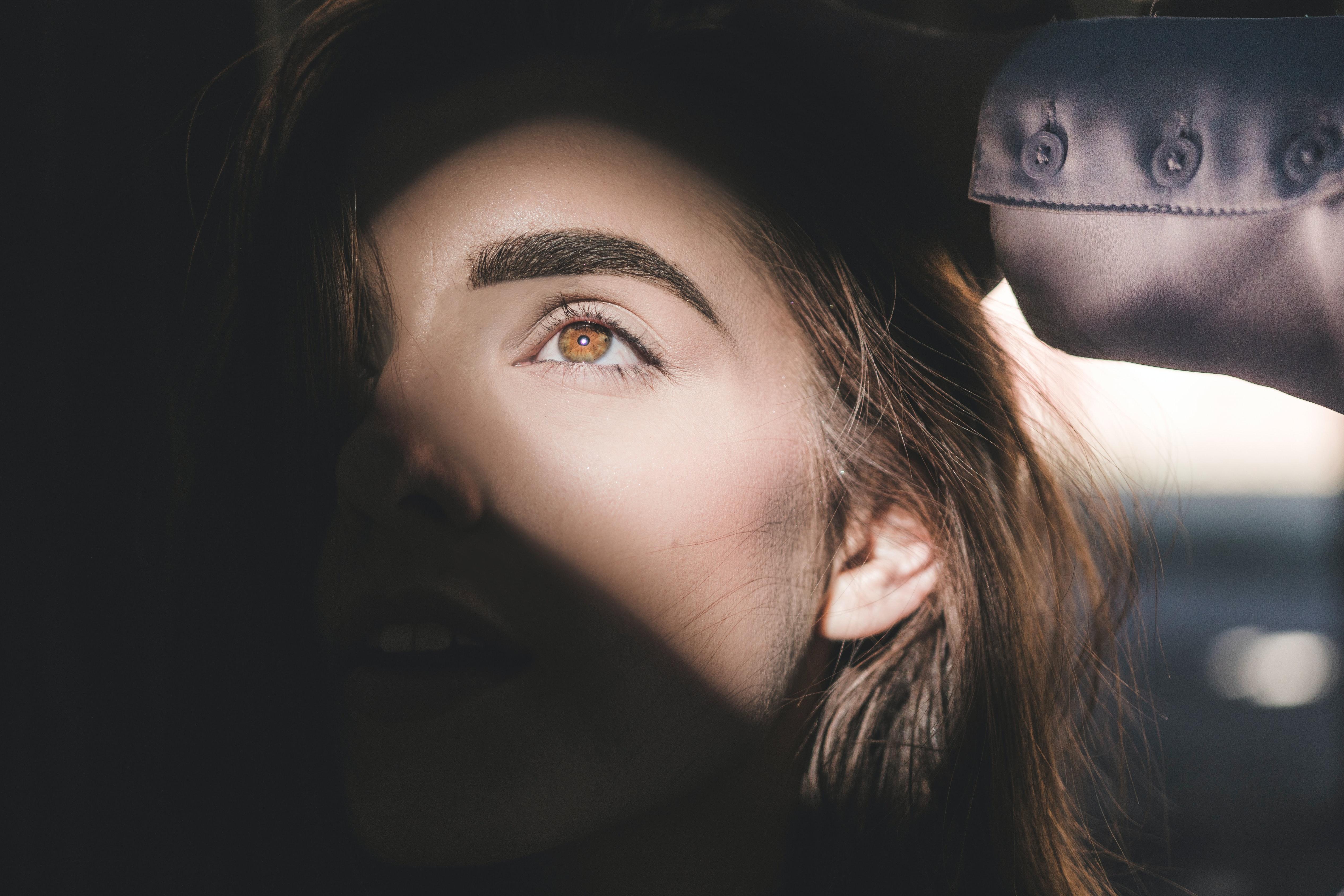 Browlift : adoptez la tendance pour rehausser vos sourcils