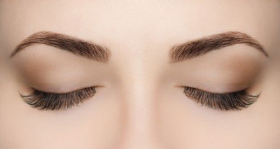 La forme de nos sourcils est un marqueur de notre personnalité.