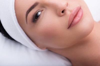 Le maquillage semi permanent des lèvres et de la bouche