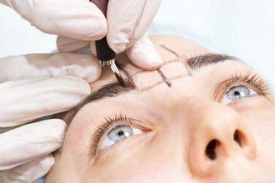 Réaliser un maquillage des sourcils à Noisy-le-Grand